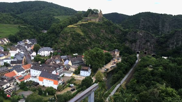 Altenahr mit Burg Are