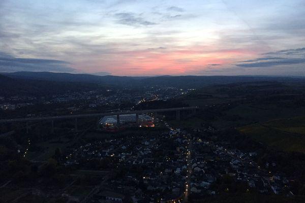 Roter Himmel beim Sonnenuntergang auf der Landskrone