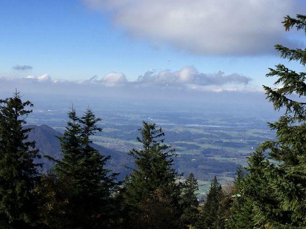 Paraglider, Gleitschirmflieger über Chiemgau